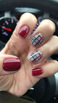 25 of the Most Beautiful Christmas Nail Designs to Inspire You - Beautifus manicure style art ideas art style design nail arts nails nail art Xmas Nails, Holiday Nails, Christmas Nails, Fun Nails, Pretty Nails, Reindeer Christmas, Plaid Nail Art, Plaid Nails, Sweater Nails
