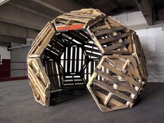 Chicken Coop Ideas 429671620698307426 - 30 Geodesic Dome Ideas for Greenhouse, Chicken Coops, Escape Pods, etc. Source by abouloumou Pallet Projects, Woodworking Projects, Ideas Cabaña, Geodesic Dome Homes, Geodesic Dome Greenhouse, Greenhouse Ideas, Dome House, Earthship, Pallet Furniture