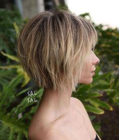 Choppy Wispy Bronde Bob # hairdresser # hairstyles # kuzefrisuren # Kurzhaar # frisuren # s … – short hair bangs Choppy Bob With Bangs, Short Choppy Bobs, Short Choppy Haircuts, Short Hair With Layers, Short Bob Hairstyles, Hairstyles Haircuts, Layered Hairstyles, Latest Hairstyles, Pixie Haircuts