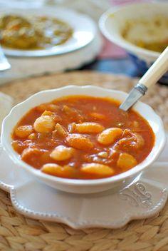 Alubias de la Granja estofadas con verduras, plato vegetariano
