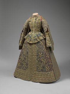 Elizabethean/Jacobean Period Ensemble Date: late century Culture: Spanish Medium: silk, linen Fletcher Fund, 1925 The Metropolitan Museum of Art Medieval Clothing, Antique Clothing, Historical Clothing, Women's Clothing, 16th Century Clothing, 16th Century Fashion, 17th Century, Mode Renaissance, Renaissance Fashion