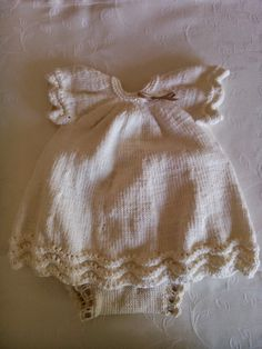feitoepunto: Cómo se hizo... el vestido de punto en algodón rosa Baby Knitting Patterns, Baby Patterns, Crochet Baby, Knit Crochet, Kids Dress Clothes, Baby Layette, Bebe Baby, Baby Kind, Slip