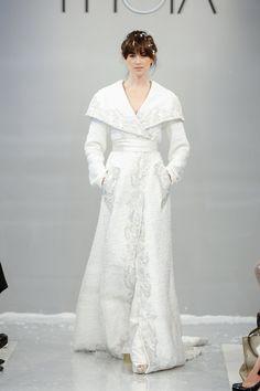 Pin for Later: Die 100 besten Hochzeitskleider der Brautmodenschauen Theia Brautmode Herbst 2015