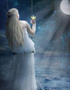 Princesse des glaces et son chat siamois        Sorcière de la forêt vêtue de sa longue cape rouge et grand oiseau        Femme rêveu...