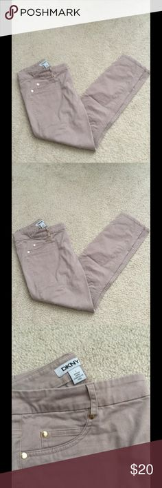 "🎈DKNY SLIM KHAKI PANTS🎈 🎈used once,size 2, DKNY crop khaki pants.length :32"" DKNY Jeans Ankle & Cropped"
