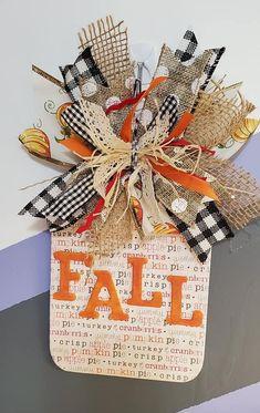 Fall Wood Crafts, Autumn Crafts, Holiday Crafts, Dollar Tree Decor, Dollar Tree Crafts, Cricut Christmas Ideas, Paper Crafts, Diy Crafts, Fall Signs