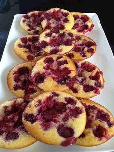 J'avais envie d'un dessert à base de framboises, mais avec peu de calories. Tarte framboises ... trop de calories avec la pâte sablée ! J'ai fouiné sur internet et trouvé cette recette sur le blog gourmandise assia et j'ai un peu allégé la recette ......