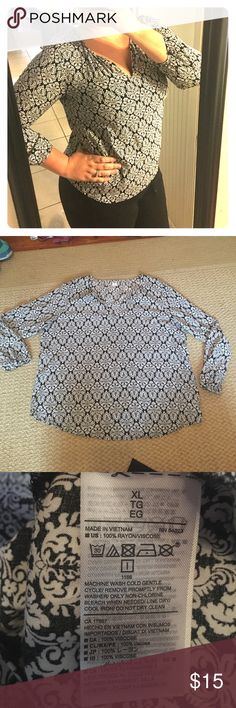 Old Navy Damask 3/4 sleeve blouse Old Navy Damask 3/4 sleeve blouse. Black and white. Size XL. 100% Rayon. Worn only a handful of times. Old Navy Tops Blouses
