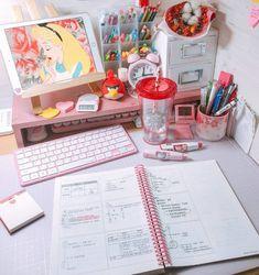 Desk Inspiration, Furniture Inspiration, Desk Inspo, Desk Redo, Desk Setup, Study Room Decor, Room Ideas Bedroom, Geeks, Art Desk