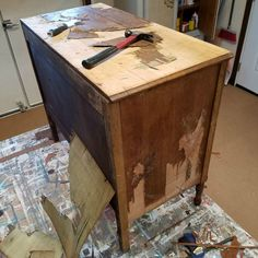 Look What Removing Veneer Did To This Wood Dresser, Diy Abschnitt, Furniture Repair, Old Furniture, Refurbished Furniture, Repurposed Furniture, Furniture Projects, Furniture Makeover, Painted Furniture, Furniture Removal, Cheap Furniture