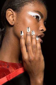 Bold white eyeshadow and nails at KENZO AW2015 Makeup Beauty FACES Runway www.faces.ch/runway