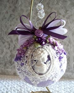 19 Amazingly Gorgeous Purple Christmas Decorations To Add Sophistication In Your Home Victorian Christmas Ornaments, Noel Christmas, Glass Christmas Ornaments, Handmade Christmas, Purple Christmas Decorations, Decoration Shabby, Beaded Ornaments, Holiday Crafts, Christmas Crafts