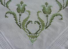 3 (Schmasipopasi) Tags: flowers flower green crossstitch cross needlework tulips embroidery blumen tulip stitching grn tablecloth blume tischdecke tulpe sticken kreuzstich needleart stickdecke