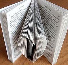 boekkunst hartje - Leer zelf een boek in een kunstige vorm vouwen in 9 delen. Inclusief gratis patronen.