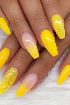 Yellow Style- In addition to a simple solid color and French styles there are also some exquisite styles that can meet different nail preferences In this post we compiled some examples of photos of yellow style nail designs for your inspiration Summer Acrylic Nails, Best Acrylic Nails, Acrylic Nail Designs, Glitter Nails, Gel Nails, Nail Polish, Coffin Nails, French Nails, Cute Nails