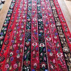 Brau din catifea neagra Bohemian Rug, Costume, Embroidery, Decor, Needlepoint, Decoration, Costumes, Decorating, Fancy Dress