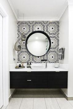 - Modern Interior Designs - In this Melbourne bathroom, a Moroccan inspired Schumacher wallpaper called Nasr. In this Melbourne bathroom, a Moroccan inspired Schumacher wallpaper called Nasrid. Beautiful Bathrooms, Modern Bathroom, Master Bathroom, Gold Bathroom, Morrocan Bathroom, Small Bathrooms, Basement Bathroom, Simple Bathroom, Black White Bathrooms