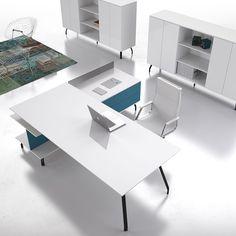 Scrivania Iron Executive by DOIMOffice. Il raffinato mobile di servizio organizza lo spazio in modo pratico e funzionale. Le tecniche costruttive e i materiali utilizzati sono all'avanguardia, come la molteciple scelta di colori.