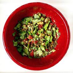 Lentils salad with avocado and grapefruit Lentil Salad, Avocado Salad, What To Cook, Food Lists, Lentils, Grapefruit, Guacamole, Vegan Recipes, Good Food