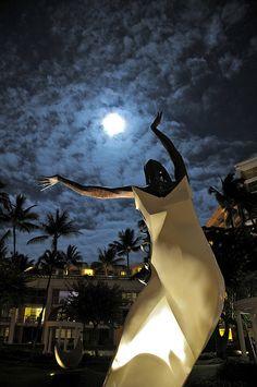 statue at the Grand Wailea Resort Wailea , Maui //  Ho'olaule'a O Ho'ao (Celebration of Marriage 1991)  via flickr
