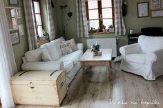 U nás na kopečku: Poměli jsme se Timber House, Sofa, Couch, Home Fashion, Sweet Home, Living Room, Homeland, House Styles, Inspiration