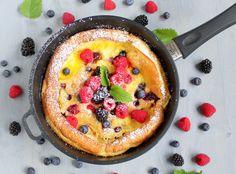 Beeren Dutch Pancake mit Lemon Curd