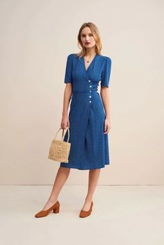 French Style Dresses, French Girl Style, My Style, Blue Fashion, Modest Fashion, Girl Fashion, Rouje Jeanne Damas, Style Bleu, Parisian Chic Style