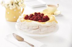 The best pavlova recipe for your family christmas - add this to your list of quick easy desserts. Quick Easy Desserts, Just Desserts, Delicious Desserts, Lime Desserts, Cold Desserts, Sweet Recipes, Cake Recipes, Dessert Recipes, Classic Pavlova Recipe