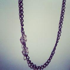 Collana catena nera con cuori in cristallo laterali