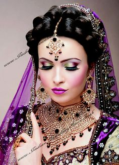 ideas for indian bridal mehndi brides jewelry Indian Bridal Makeup, Asian Bridal, Wedding Makeup, Bridal Sari, Bridal Mehndi, Bridal Beauty, Moda Indiana, Bollywood Makeup, Bollywood Theme