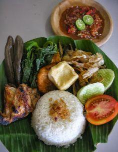 Sego tempong atau dalam bahasa Indonesianya nasi tempong merupakan salah satu makanan khas dari daerah Banyuwangi, Provinsi Jawa Timur. M...