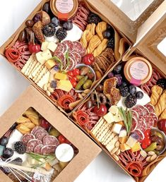 Charcuterie Gift Box, Charcuterie Recipes, Charcuterie And Cheese Board, Charcuterie Platter, Cheese Boards, Party Food Platters, Food Trays, Cheese Platters, Grazing Food