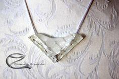 Fehér üveg medál, különleges forma, egyedi különleges stílus Glass Jewelry, Arrow Necklace