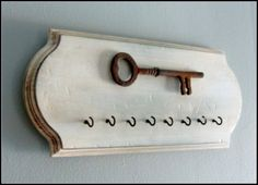 Rustic Key Holder Wall Hook Rusted Wall decor by Wall Key Holder, Key Holders, Diy Key Holder, Decorative Wall Hooks, Do It Yourself Inspiration, Old Keys, Creation Deco, Home Projects, Wood Crafts