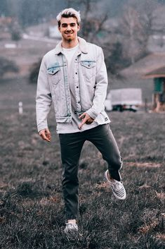 Andrew from The Chainsmokers explores Switzerland in a Fear of God jacket The Chainsmokers Wallpaper, Chainsmokers Lyrics, Andrew Taggart, Nothing But The Beat, Paul Jason Klein, Macho Alfa, Boys Don't Cry, Vans Outfit, Celebs
