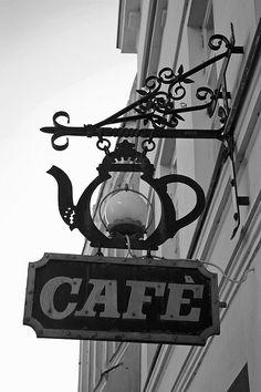 Tradicional rótulo de Café pero llama la atención la luz que tiene el interior de la taza. Fernando Roncero