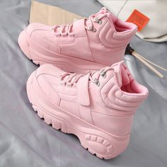 Women Boots Best Winter Boots For Men Steel Toe Boots Store Near Me Bu – pistachiotal Cute Womens Shoes, Womens Shoes Wedges, Sneakers Mode, Sneakers Fashion, White Shoes, Black Boots, Best Winter Boots, High Fashion Trends, Aesthetic Shoes