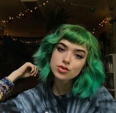 i've never really been into green hair but damn this is pretty
