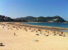 A sunny day in La Concha beach