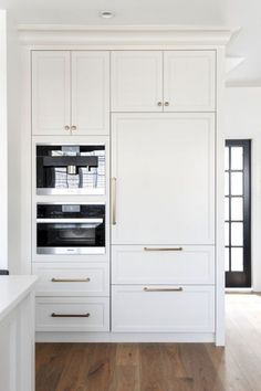 71 Best Built In Microwave Cabinet Inspirations For Beautiful Kitchen - Microwaves - Ideas of Microwaves - Maybe something like this where in computer desk space.Built In Microwave Cabinet No 68 Kitchen Pantry Design, Kitchen Interior, New Kitchen, Kitchen Ideas, Awesome Kitchen, Miele Kitchen, Brass Kitchen, Country Kitchen, Kitchen Decor