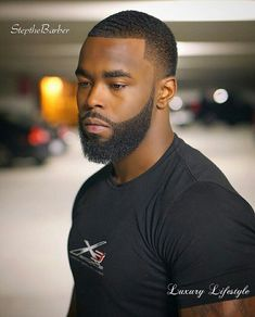 30 Modern Black Men Beard Styles Ideas For You Different Beard Styles, Beard Styles For Men, Hair And Beard Styles, Black Men Haircuts, Black Men Hairstyles, Men's Haircuts, Beard Cuts, Goatee Beard, Handsome Bearded Men