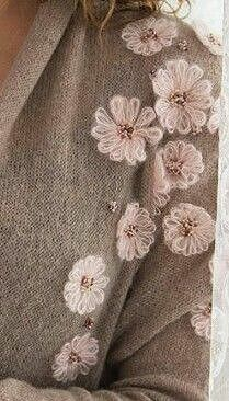 614 Likes, 25 Comments - Вязан Towel Embroidery, Embroidery On Clothes, Embroidery Flowers Pattern, Embroidered Clothes, Embroidery Fashion, Beaded Embroidery, Embroidery Stitches, Embroidery Designs, Diy Embroidery For Beginners