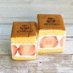 """Luxury goods just now. Fruit sand of Osaka """"Patisserie ginkgo"""" is fluffy いまだけの贅沢品。大阪「Patisserie ginkgo」のフルーツサンドはふわふわ食感 – macaroni Luxury goods just now. Fruit sand of """"Patisserie ginkgo"""" in Osaka has a fluffy texture -Patisserie ginkgo - Japanese Snacks, Japanese Sweets, Mini Desserts, Dessert Recipes, Pastries Images, Fruit Sandwich, Pizzeria, Cafe Food, Food Design"""