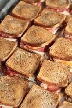 The big game is quickly approaching and that means it's time for some appetizer recipes. The first time I had these Mini-Reuben Sandwiches was over the holidays. From the moment I… Appetizer Sandwiches, Mini Appetizers, Party Sandwiches, Appetizer Recipes, Finger Sandwiches, Sandwich Recipes, Reuben Sandwich, How To Cook Zucchini, St Patricks Day Food