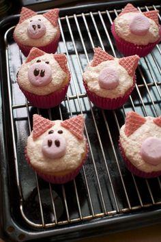 Pig cupcakes = adorable!