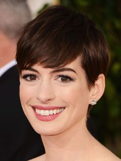 Anne Hathaway at the 2013 Golden Globe Awards #ShortHair #AnneHathaway #GoldenGlobes
