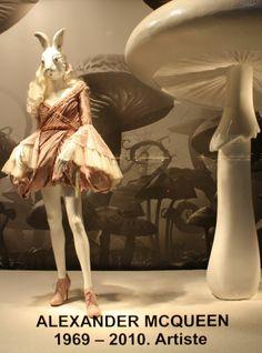 Printemps Paris Alice in Wonderland store windows salute fashion and whimsy Visual Display, Display Design, Display Ideas, Lewis Carroll, Christopher Kane, Tim Burton, Alexander Mcqueen, Alex Mcqueen, Store Windows
