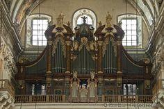 1880; 1914 Mauracher; 1988 Metzler organ at the Salzburger Dom, Austria