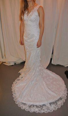 Robe de mariée neuve jamais portée blanche nacrée avec traine