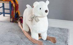 Lembra daquele cavalinho de balanço, os cavalos de balanço?    Os costumados brinquedos de nossa infância estão cada vez mais sendo renovados e ficando cada vez mais divertidos!      Os clássicos balanços de cavalo ou cavalinho, a